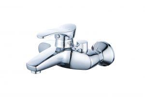 Смеситель для ванны с коротким изливом монолитный D80-330100